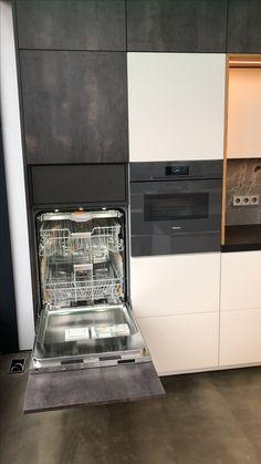 Unsere Ausstellungsküche mit hochgebauter Spülmaschine und verdeckter Innenschublade im Industry Loft Style by Ebbecke-excellent einrichten