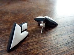 Hey, I found this really awesome Etsy listing at http://www.etsy.com/listing/127672556/skyrim-quest-marker-stud-earrings