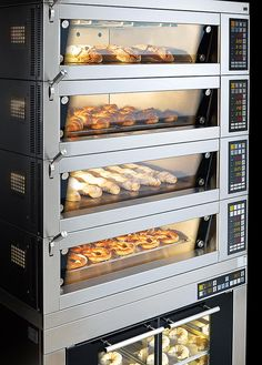 We have designed the multi-purpose oven MIWE condo especially for versatile use in bakery shops, bakery, pastry shops and the catering trade. Bakery Kitchen, Pastry Shop, Electronic Gifts, Kitchen Equipment, Modern Farmhouse, Man Cave, Coffee Shop, Condo, Oven