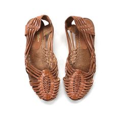 Vintage Brown Leather Woven Huaraches Size 8 (€32) ❤ liked on Polyvore featuring shoes, flats, woven-leather shoes, brown flat shoes, peep toe flats, leather flat shoes and flat pumps