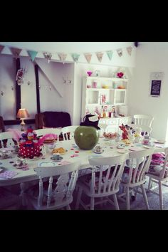 Mad hatters tea party. Party ideas. Alice in wonderland