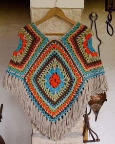 Would you wear this crocheted poncho? Would you wear this crocheted poncho? Poncho Crochet, Crochet Bolero, Crochet Granny, Crochet Scarves, Crochet Clothes, Wool Poncho, Knitting Projects, Crochet Projects, Crochet Accessories