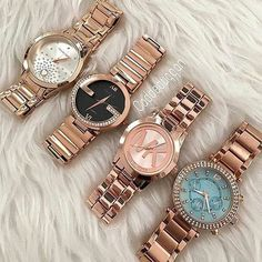 💗😍 Via Tag your bff 👭 . 👉For Shopping Stylish Outfits Check Link In Bio 🖕😘 Stylish Watches For Girls, Trendy Watches, Elegant Watches, Beautiful Watches, Mickel Kors, Michael Kors Access, Pinterest Jewelry, Gold Watches Women, Accesorios Casual