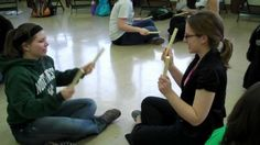 """partner game """"sarasponda"""" with rhythm sticks. these guys don't change tempo but it would be fun to see the chaos that would ensue if you did. Preschool Music, Music Activities, Teaching Music, Music Lesson Plans, Music Lessons, Tempo Music, Middle School Music, School Videos, Elementary Music"""
