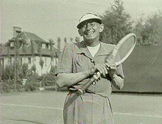Vlasta Burian hraje tenis. Hipster, Artists, Stars, Film, Beauty, Fashion, Tennis, Movie, Moda