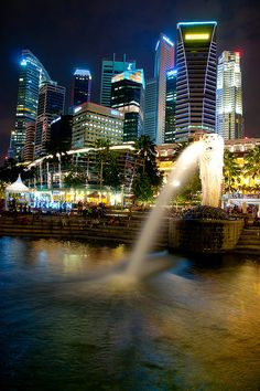 Merlion, Singapore symbol - Visit http://asiaexpatguides.com to make the most of your experience in Singapore!