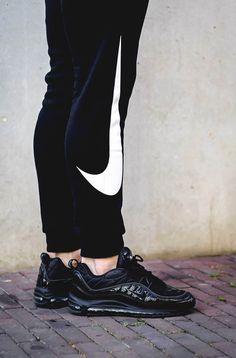 KICKS: Nike Air Max 98 x Supreme