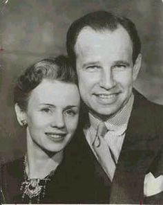Jessica Tandy & Hume Cronyn...(m. 27-Sep-1942, until her death in 1994, one son, one daughter)  Son: Christopher Cronyn (film production manager, b. 22-Jul-1943)  Daughter: Tandy Cronyn (actress, b. 26-Nov-1945))