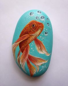 Hand Painted Golden Fish on Rock, Painted Fish on Stone, Pesce Dipinto a Mano su Sasso,