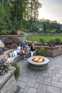 Beacon Hill Flagstone patio with Estate Wall rataining walls - Photos
