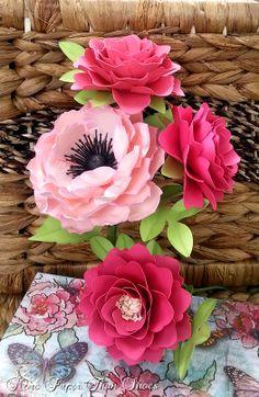 Gorgeous paper flowers sculpted by Anna Fearer #paperflowers #weddings #flower #arrangements #weddingflowers #bouquet #flowerbouquet #paperflowerbouquet #flowerstems