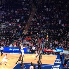 Melo for 3! The @nyknicks are finally exciting to watch again
