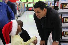 Tony Gonzalez and the UnitedHealthcare Rookie Club took 40 kids from the Atlanta Mission on a shopping spree. #Riseup