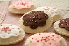 project inspiration: Sew Your Own Felt Cookie Kit in a sweet bakery by nanacompany Sewing For Kids, Diy For Kids, Crafts For Kids, Felt Diy, Felt Crafts, Felt Play Food, Food Patterns, Sweet Bakery, Felt Embroidery