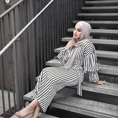 How to Style Striped Dress For Hijab Fashion Hijab Style, Casual Hijab Outfit, Hijab Dress, Modest Wear, Modest Dresses, Modest Outfits, Modesty Fashion, Abaya Fashion, Fashion Outfits