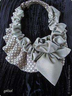 Классический атрибут мужского гардероба - галстук - может занять достойное место в женской... шкатулке.  Оригинальный аксессуар  для любого повода. Получаю удовольствие от процесса создания украшений для прекрасной половины человечества. Приятного просмотра и конечно вдохновения !........ фото 3 Tie Crafts, Old Ties, Altered T Shirts, Tie Quilt, Diy Scarf, Sewing A Button, Diy Jewelry, Collar Necklace, Diy Fashion