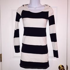 H&M Stripe Top Navy blue and white stripe long sleeve top from H&M. It's a size 4. It comes long so it would be perfect to wear with leggings. Great condition no stains or holes. Divided Tops Tees - Long Sleeve