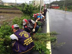 Ilan Sanhsing Lions Club (Taiwan) Improved their community environment by pulling weeds.
