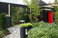 Reconsider Space #Tuintype Blauw Tuintrend #Reconsider #Space sluit aan bij het blauwe tuintype dat de #tuin ziet als verlengstuk van de woning. De tuin is een plek om te onthaasten en rust vinden. De waardetrend die daarbij aansluit is Reset, waarin de nadruk ligt op veranderingen in de #maatschappij. - Meer informatie over deze tuintrend van 2016 http://www.wonenwonen.nl/tuintrends/tuintrends-2016/10024