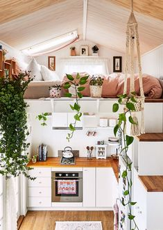 Living the Vanife! Aussies Embracing Tiny, Mobile Homes - The Design Files Tyni House, Tiny House Loft, Tiny House Living, Tiny House Plans, Tiny House On Wheels, Cozy House, Tiny House Trailer Plans, Best Tiny House, Tiny House Movement