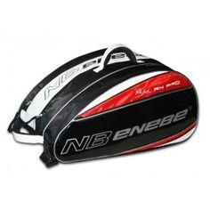 Paletero NB ENEBE RX Pro Paletero de alta gama en rojo, negro y blanco, con detalles cuidados. Es el paletero oficial de Pitu Losada, jugador del World Padel Tour.