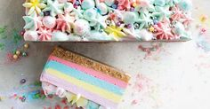 Unicorn jelly cheesecake slice This pretty unicorn jelly slice has five colourful layers and is finished with clouds of whipped cream. Jelly Cheesecake, Cheesecake Toppings, Raspberry Cheesecake, Cheesecake Recipes, Nice Biscuits, Buttery Biscuits, Toffee Ice Cream, No Bake Slices, Cake Slices