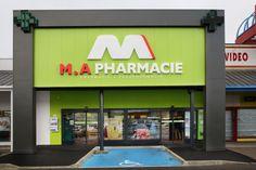 Projet de transfert de la Pharmacie de Monsieur Arnal, à Millau. Retail Architecture, Concept Architecture, Architecture Design, Shop Front Design, Store Design, Signage Design, Branding Design, Modern Books, Building Facade