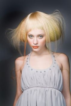 JHA準グランプリ 受賞作品 Photographer:Toru Koike (buffo piazza) Stylist:Tsuyoshi Takahashi (Decoration inc. Creative Hairstyles, Messy Hairstyles, Pretty Hairstyles, Hair And Makeup Artist, Hair Makeup, Wacky Hair, Avant Garde Hair, Crimped Hair, Rockabilly Hair