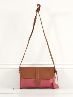 Our stunning Tali bag in softest leather has a retro feel with its colourful body contrasting brown flap cross body strap and stitch detailing Inside there's a suede finish with a built-in purse section complete with card slots. Retro Backpack, Tote Backpack, Sewing Tutorials, Sewing Ideas, Sewing Projects, Wholesale Handbags, Retro Aesthetic, Love Sewing, Hobo Bag