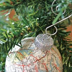 What a beautiful Christmas #wedding idea. Make an ornament for every new place you visit as a couple!  Image: adiamondinthestuff.blogspot