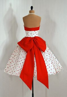 Dress, 1950s,   http://sinfulsolace.tumblr.com/post/19429004412/regulardudetier-literallybillykaplan