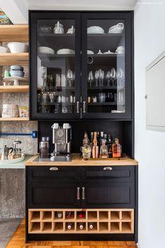 cozinha com adega pintada de preto