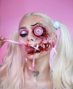 Hi dolly 👧🏼🔪 what do you think about this Halloween look ? Halloween Doll, Halloween Looks, Halloween Costumes, Halloween Face Makeup, Doll Makeup, Makeup Art, Make Up Time, How To Make, Makeup Transformation