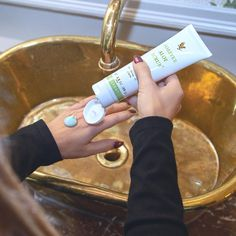 Wash your hand and shine Aloe Vera Gel Forever, Forever Living Aloe Vera, Forever Aloe, Forever Living Business, Natural Exfoliant, Forever Living Products, Radiant Skin, Jojoba Oil, Marketing