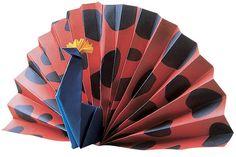 Aprenda a fazer um origami de pavão e decore o seu quarto com ele! http://abr.io/2til