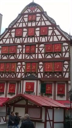 Echt huis als Adventkalender in BernKastel-Kues aan de Moesel gaaf!