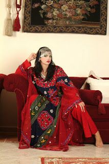 How To Live Like an Omani Princess: Omani traditional Dress from Buraimi and Musandam: birqas