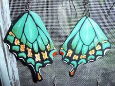 Hand painted leather earrings. Diy Earrings, Leather Earrings, Leather Jewelry, Diy Jewelry, Jewlery, Handmade Jewelry, Painting Leather, Diy Painting, Diy And Crafts
