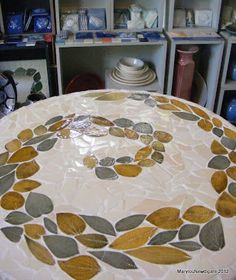 Like lthe leaf shaped. prior pin: How to Mosaic and make beautiful objects for home and garden: How to Mosaic Using Ceramic Leaf shapes Mosaic Stepping Stones, Pebble Mosaic, Stone Mosaic, Mosaic Art, Mosaic Glass, Tile Mosaics, Mosaic Crafts, Mosaic Projects, Mosaic Ideas