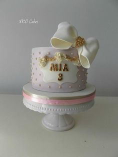 Simple - Cake by MOLI Cakes