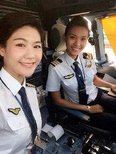 Pre Flight Pilot Training for Wanna Be an Airline Pilot Airline Uniforms, Airline Pilot, Flight Simulator Cockpit, All Korean Drama, Flight Pilot, Pilot Uniform, Pilot Training, Female Pilot, Best Flights