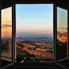 Guardando verso l'Infinito....  Photo by Maico Martucci. #galleryhotelrecanati #ghr #destinazionemarche #italy #Recanati #Infinito