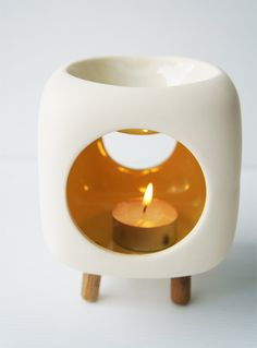 The cutest oil warmer I've seen! Look at the little feet!