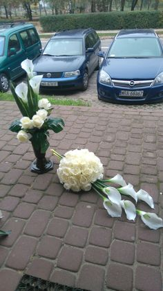 Calla lillies Source by lindakeide Funeral Flower Arrangements, Funeral Flowers, Floral Arrangements, Grave Decorations, Flower Decorations, Calla Lillies, Calla Lily, Tropical Centerpieces, Casket Sprays