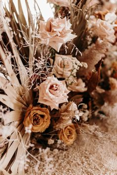 Gorgeous autumnal floral design with rust orange + muted blush tones Space Wedding, Wedding Table, Fall Wedding, Our Wedding, Wedding Venues, Green Wedding Dresses, Floral Wedding, Wedding Flowers, Design Floral
