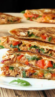 There is nothing better than a cheesy, full of flavor BBQ chicken quesadilla packed with caramelized onion, grilled bell pepper, and fresh arugula! Perfect for a quick lunch, game day or parties! Mexican Dishes, Mexican Food Recipes, Dinner Recipes, Pate A Tacos, Chicken Quesadillas, Chicken Quesadilla Recipes, Healthy Quesadilla, Best Quesadilla Recipe, Fajita Quesadilla
