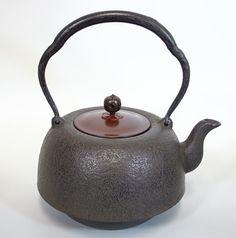 岩鋳・清末作 南部型肌鉄瓶/Nambu hada Tetsubin kettle by Kiyosue of Iwachu