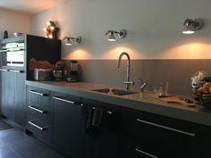 Keuken zwart, composiet blad, Luceplan, Siemens, Viking grepen