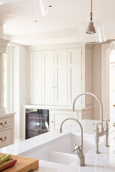 Georgian Farmhouse Kitchen, Hampshire - Humphrey Munson Kitchens Eyebrow Makeup Tips Georgian Kitchen, Victorian Kitchen, Georgian Homes, Farmhouse Sink Kitchen, New Kitchen Cabinets, Grey Cabinets, Modern Farmhouse, Home Design, Interior Design Kitchen