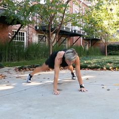 Work Out Like Carrie Underwood! Trainer Shares a Do-Anywhere Routine Inspired by the Country Star (and Her Amazing Bod) | E! News